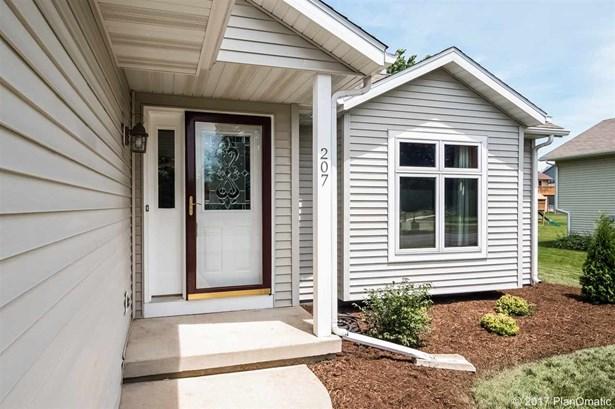 Tri-level, Multi-level - Cottage Grove, WI (photo 4)