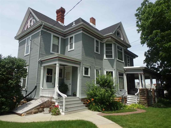 2 story, Victorian - Lodi, WI (photo 3)