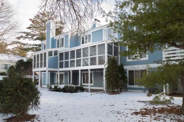 Townhouse-2 Story,Shared Wall/Half duplex,Not a condo (Single Fam) (photo 2)
