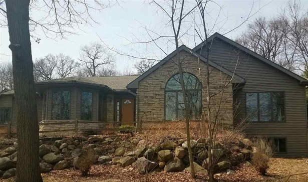 1 story, Contemporary - DeForest, WI (photo 2)