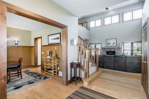 2 story, Colonial,Prairie/Craftsman - Madison, WI (photo 4)