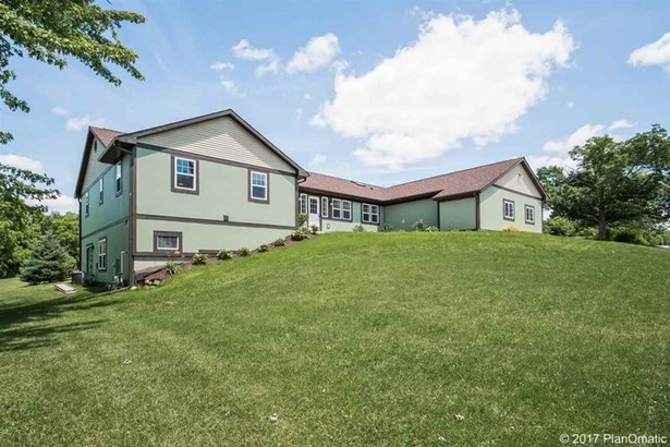 1 story, Raised Ranch - Blue Mounds, WI (photo 1)