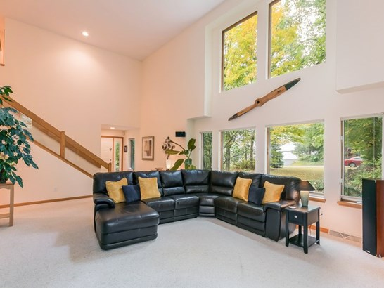 Contemporary, 2 story - Lake Mills, WI (photo 5)