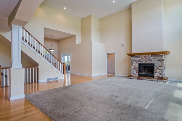 1 1/2 story, Contemporary - Oregon, WI (photo 3)