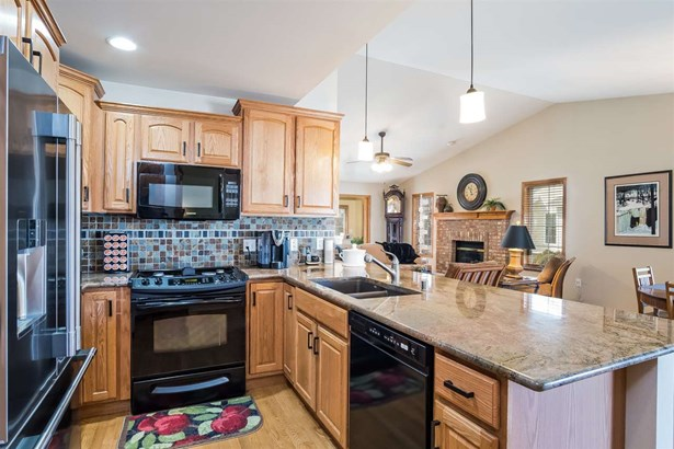 Ranch-1 Story,Shared Wall/Half duplex,55 and over,End Unit - Deforest, WI (photo 5)