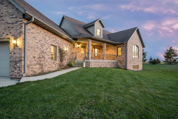 1 1/2 story, Contemporary - Mount Horeb, WI (photo 1)