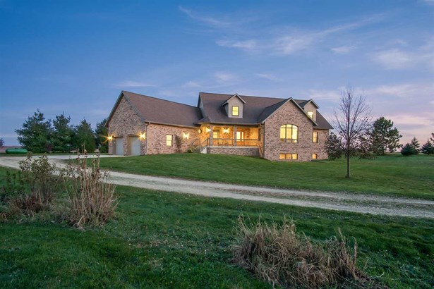 1 1/2 story, Contemporary - Mount Horeb, WI (photo 2)
