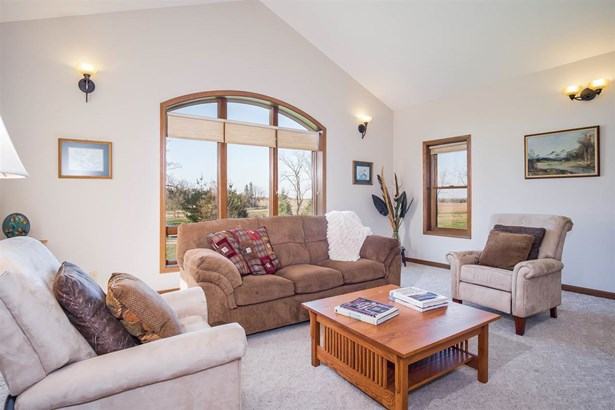 1 1/2 story, Contemporary - Mount Horeb, WI (photo 4)