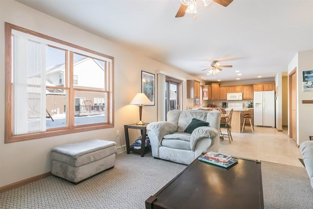 Contemporary,Colonial, 2 story,Shared Wall/HalfDuplex - Madison, WI (photo 4)