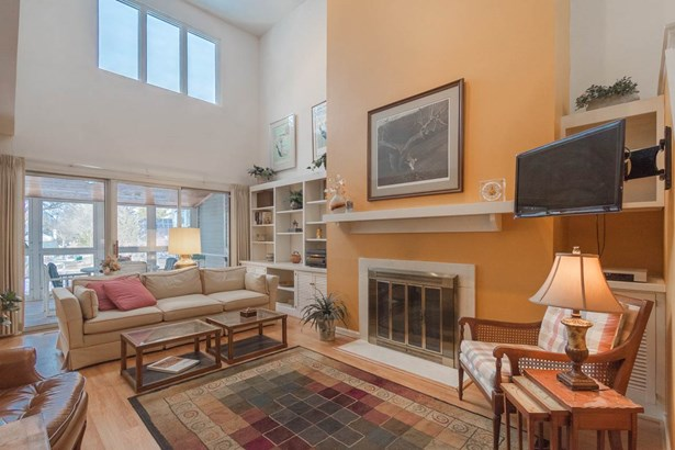 Contemporary,Other, 2 story,Shared Wall/HalfDuplex - Madison, WI (photo 3)