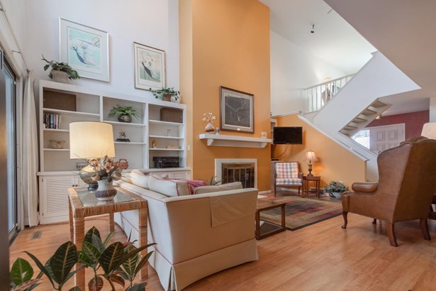 Contemporary,Other, 2 story,Shared Wall/HalfDuplex - Madison, WI (photo 4)