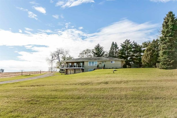 1 story, Ranch,Raised Ranch - Edgerton, WI (photo 4)