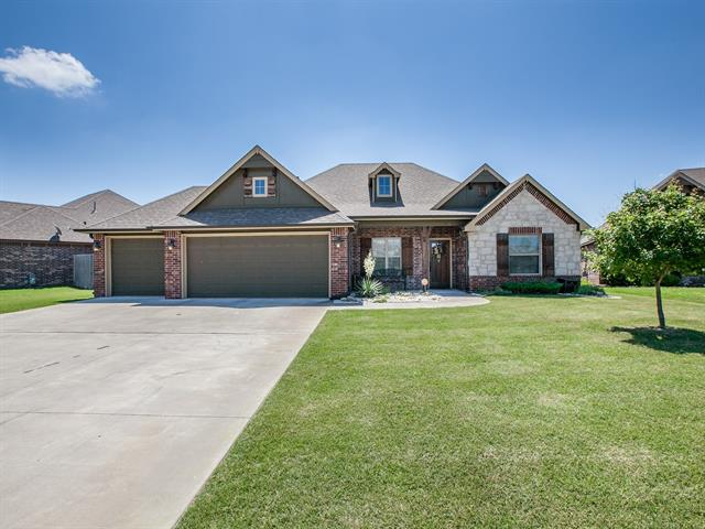 Country French, House - Collinsville, OK (photo 1)