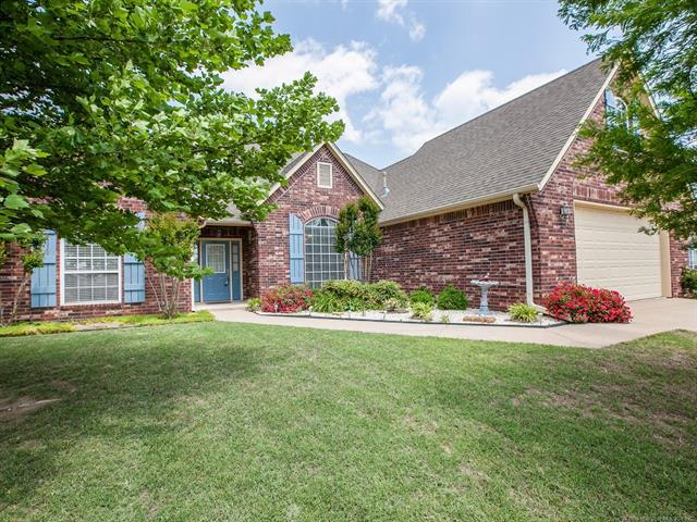 Country French, House - Claremore, OK (photo 2)