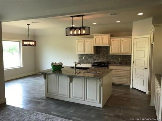 Craftsman, House - Collinsville, OK (photo 4)