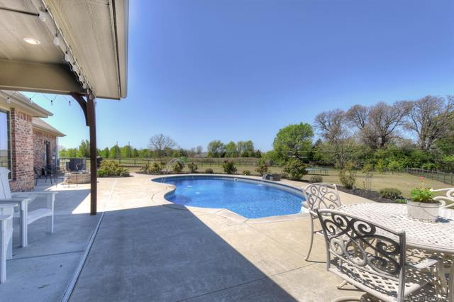 House, Other - Claremore, OK (photo 4)