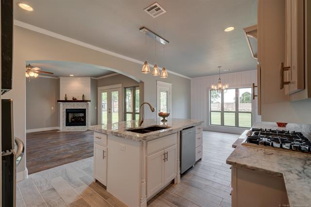 Craftsman, House - Claremore, OK (photo 3)