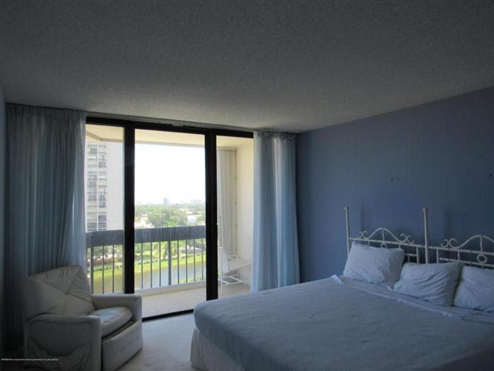 2400 Presidential Way 803, West Palm Beach, FL - USA (photo 4)