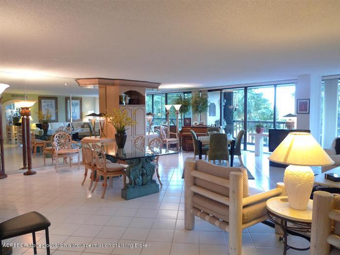2450 Presidential Way 305, West Palm Beach, FL - USA (photo 1)