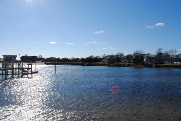 13 Windermere Close, Hampton Bays, NY - USA (photo 1)