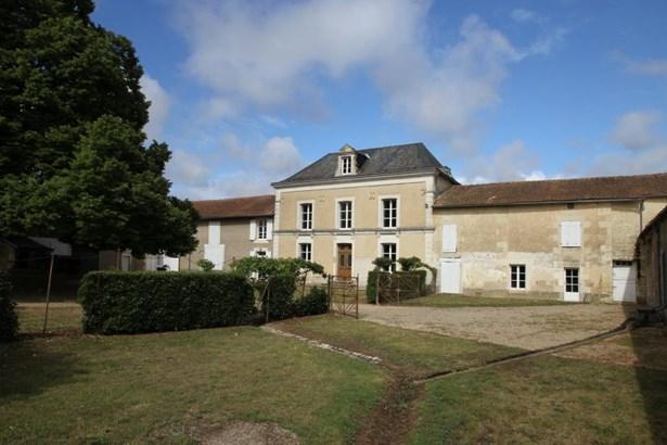 Neuville De Poitou - FRA (photo 1)