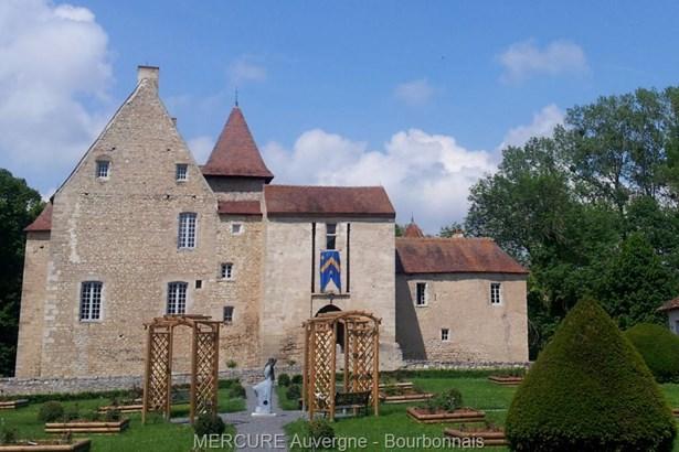 Ebreuil - FRA (photo 1)