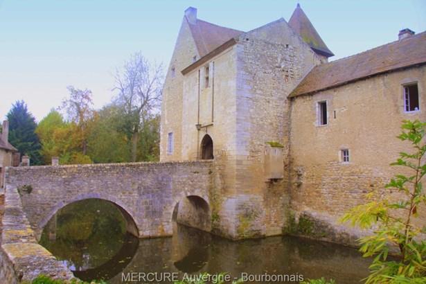 Ebreuil - FRA (photo 4)