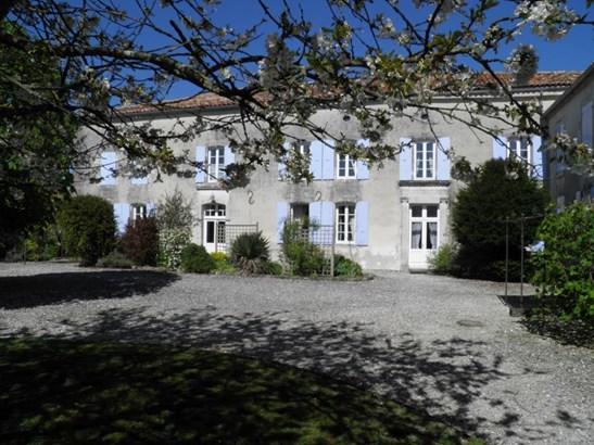 Barbezieux - FRA (photo 2)
