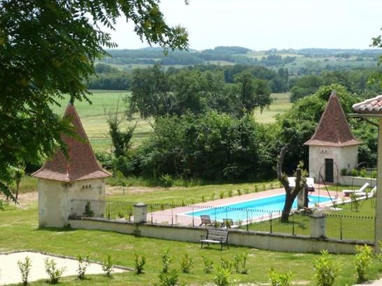 Aubeterre-sur-dronne - FRA (photo 2)