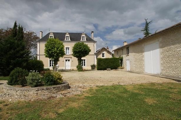 Charrais - FRA (photo 1)