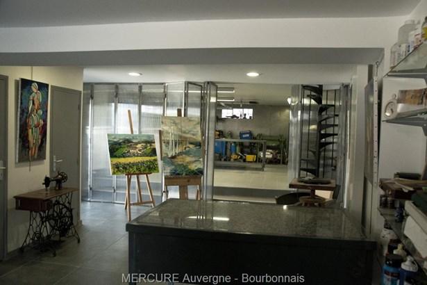Longues - FRA (photo 2)