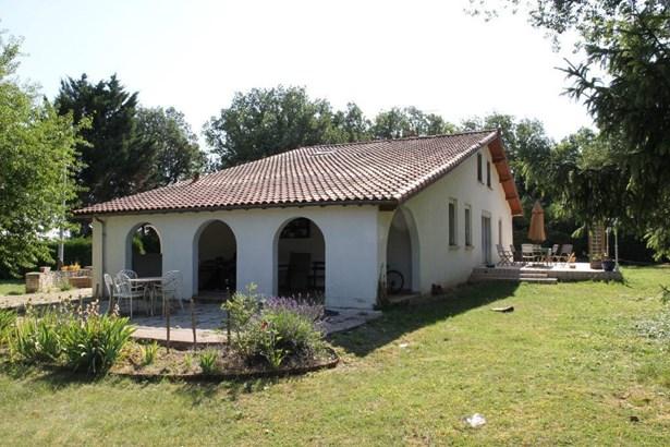 Chasseneuil Du Poitou - FRA (photo 1)
