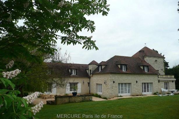 Magnanville - FRA (photo 2)