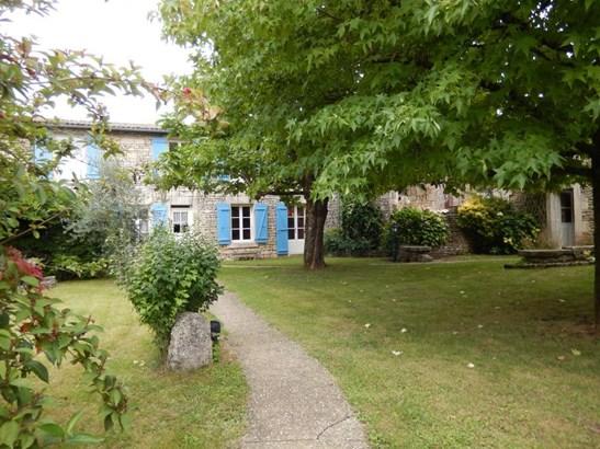 Champdeniers Saint Denis - FRA (photo 1)
