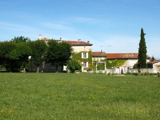 Angouleme - FRA (photo 4)