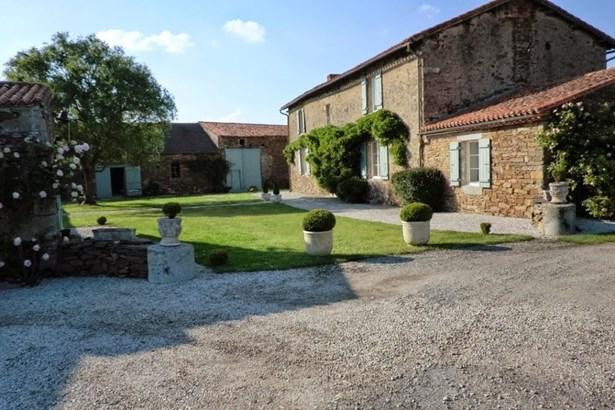 La Roche Sur Yon - FRA (photo 2)
