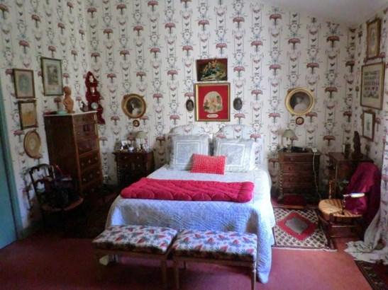 la roche sur yon france mls 14155vm leadingre. Black Bedroom Furniture Sets. Home Design Ideas