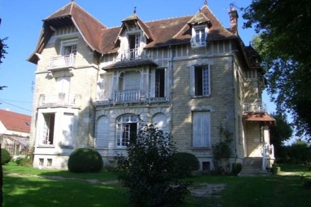 Brienon-sur-armancon - FRA (photo 1)