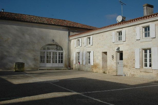 Chateauneuf Sur Charente - FRA (photo 2)
