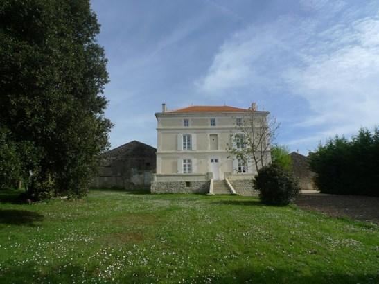 Angouleme - FRA (photo 2)