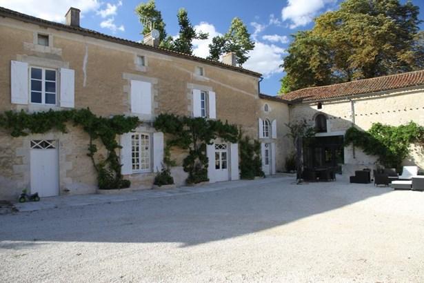 Neuville Du Poitou - FRA (photo 1)