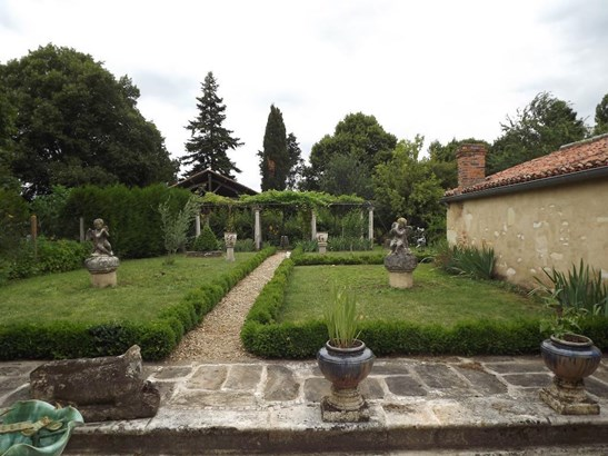 Mirebeau - FRA (photo 4)