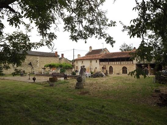 Mirebeau - FRA (photo 5)