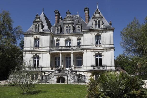 Cognac - FRA (photo 2)