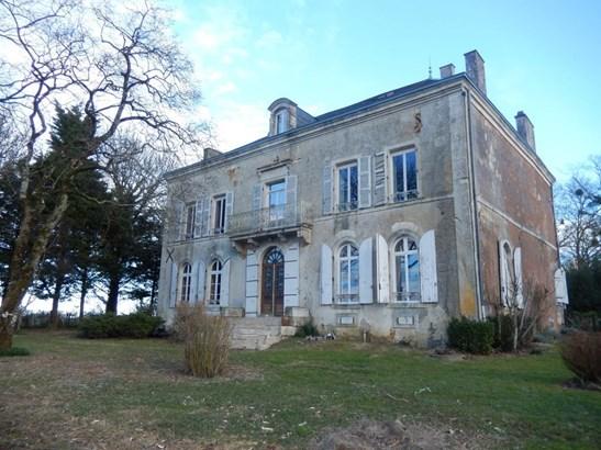 Champdeniers Saint Deni - FRA (photo 1)
