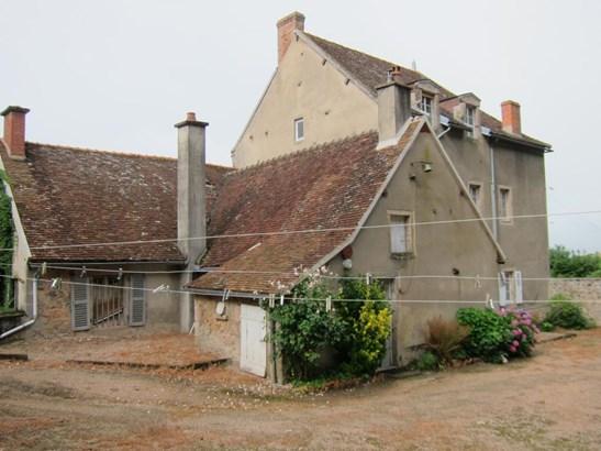Luzy - FRA (photo 3)