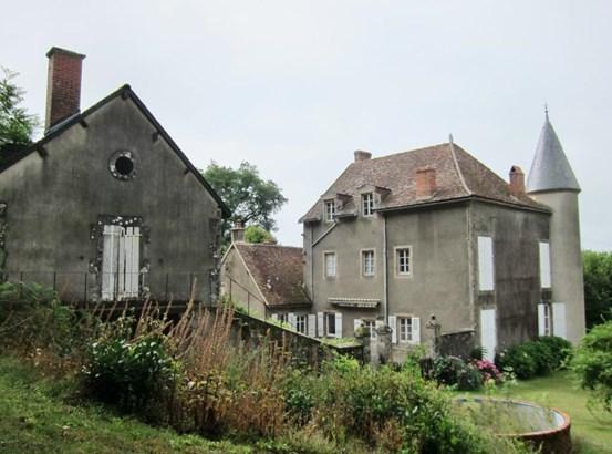 Luzy - FRA (photo 4)