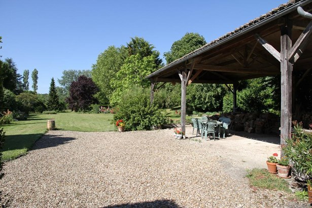 Monts-sur-guesnes - FRA (photo 5)