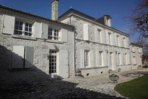 Saint Jean D'angely - FRA (photo 2)
