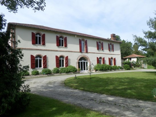 Saint Junien - FRA (photo 1)